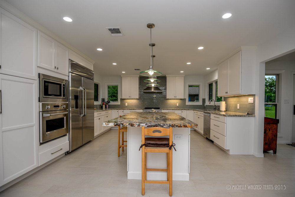 Kitchen remodel in Bryan / College Station with good appliances.