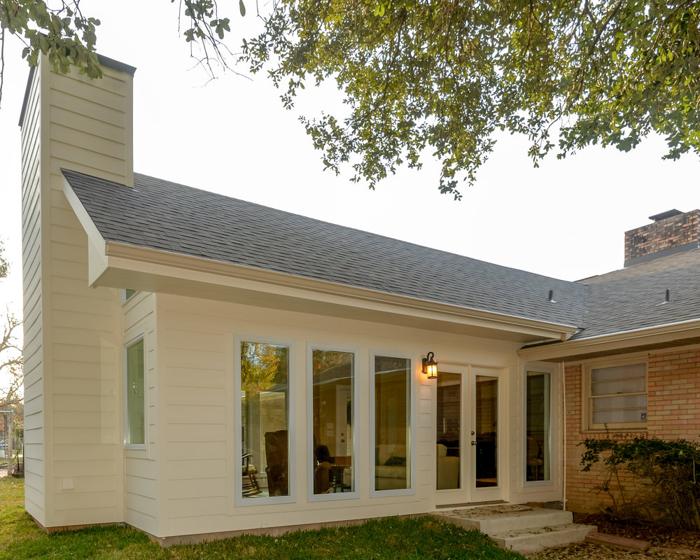 Home addition in Bryan / College Station, by Stearns Design Build, featuring plenty of windows it let in natural light.