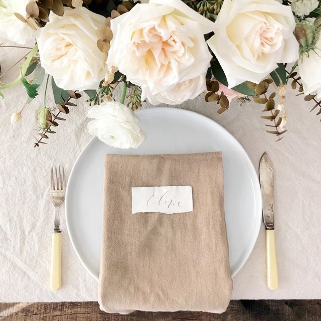 Happy Thanksgiving everyone!  Florals by @lbfloristry | Calligraphy by @kelseymaliecalligraphy