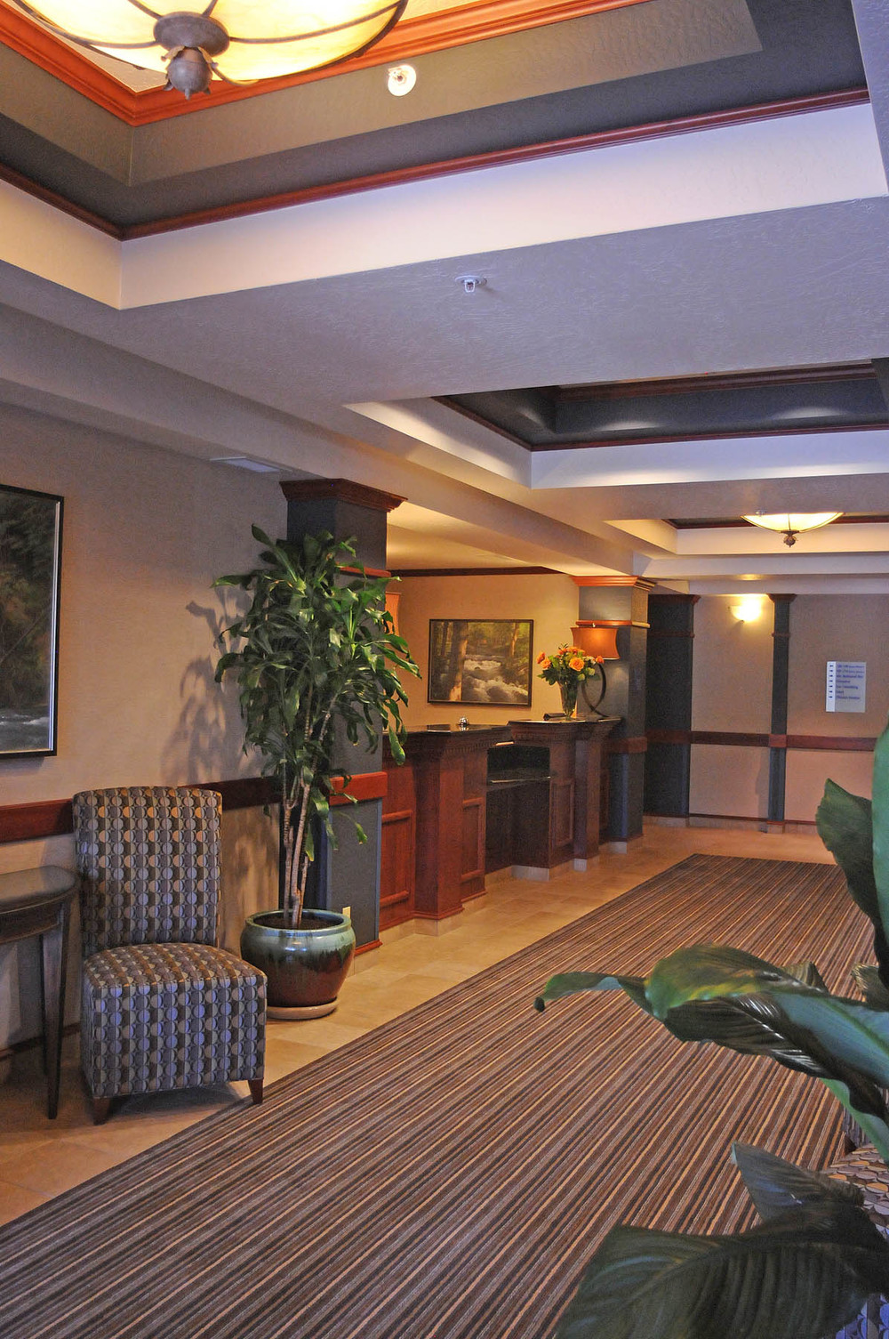 HIE Holiday Inn Lobby vertweb.jpg