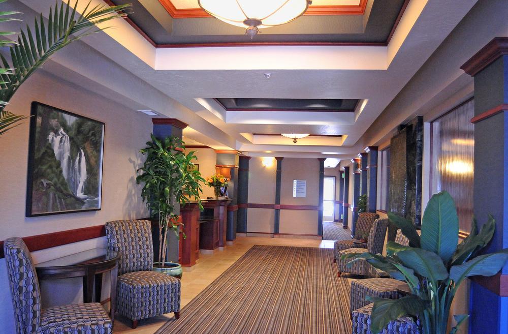 HIE Lobby horiz DSC_3606web.jpg