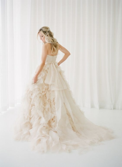 http://aleekaevents.co.uk/blog/8-blush-pink-wedding-gowns-that-will-inspire-you