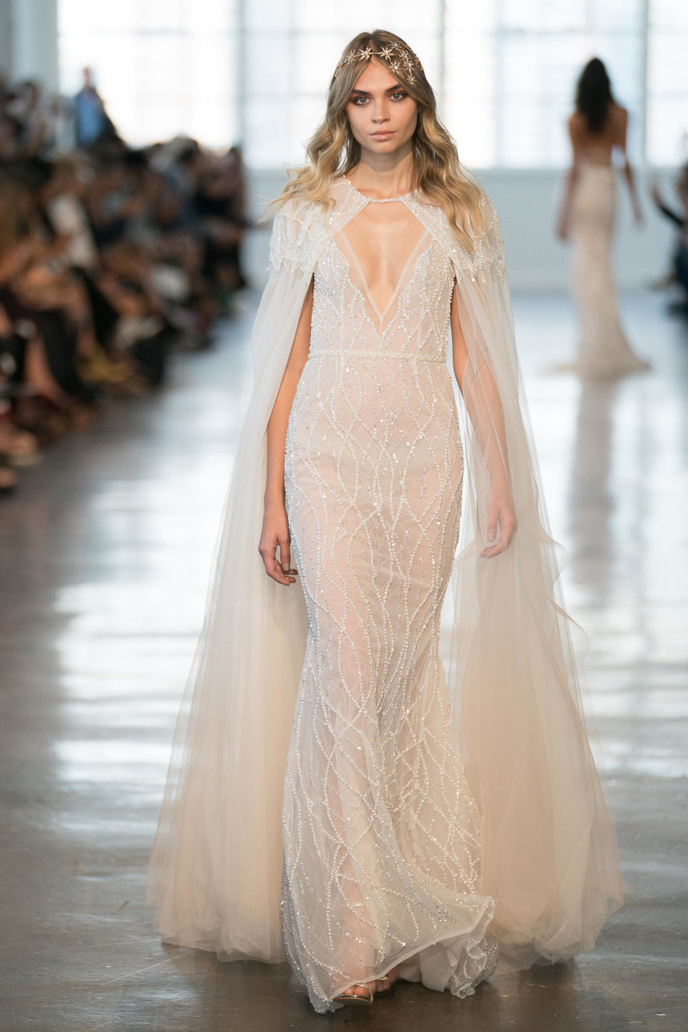 2018-Wedding-Dress-Trend-The-Stylish-and-Modern-Cape