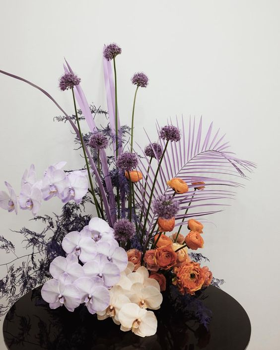 sculptural floral centrepiece.jpg