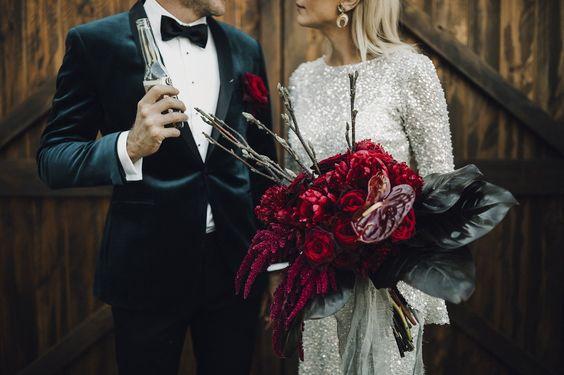 sculptural stylish wedding bouquet.jpg