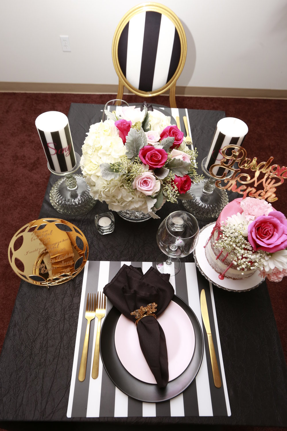 black-white-pink-dinner centerpiece