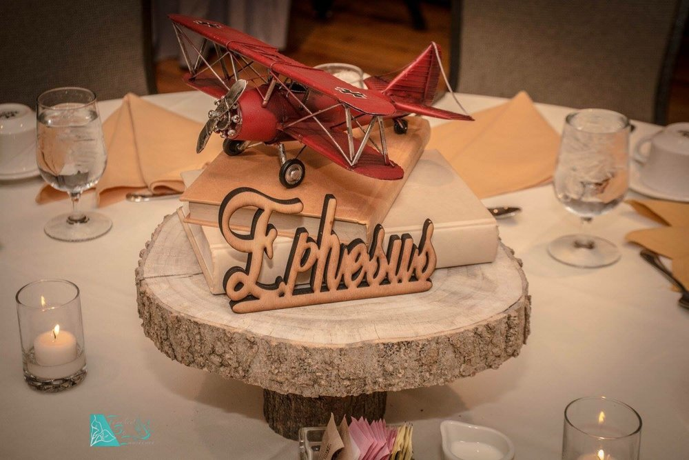 vintage-traveller-airplane-centerpiece