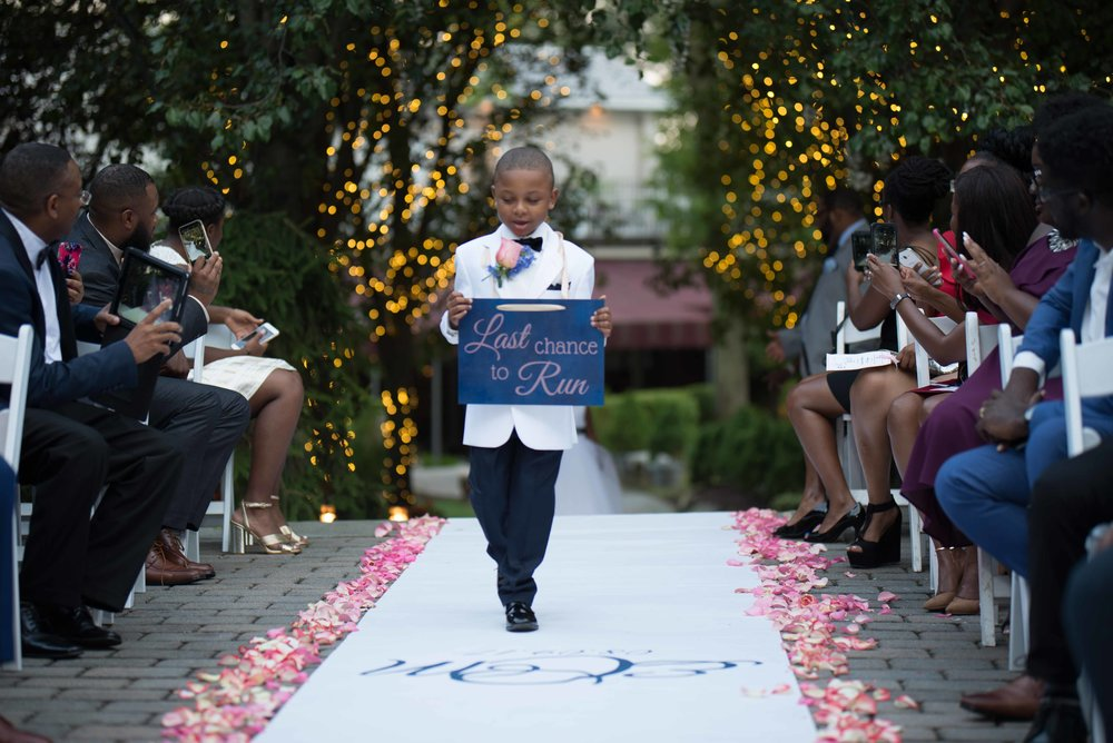 custom-aisle-runner-summer-wedding-the-tides-estate
