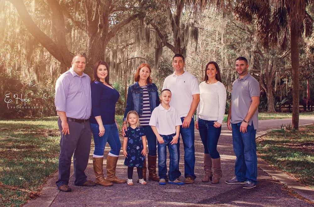Jess got her brothers and niece and nephew together to capture a family session for her Mom!