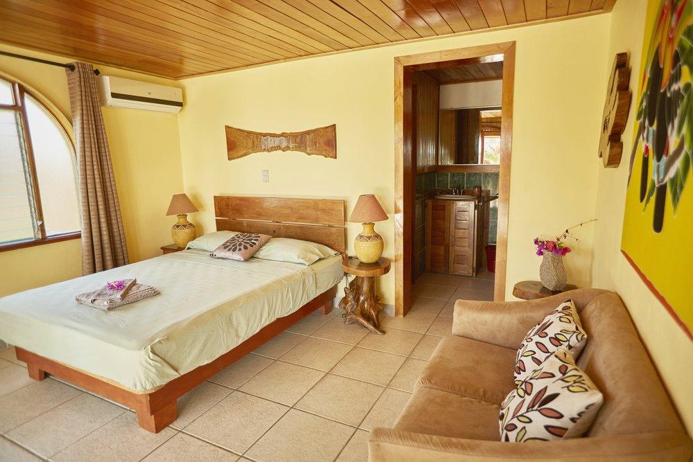 Rayos_Del_Sol_Costa_Rica_PA-RT_tucan_interior.jpg