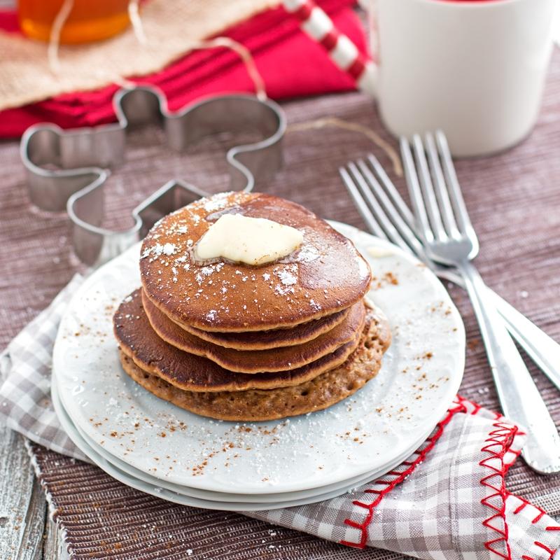 Gingerbread-Pancakes-Holiday-Christmas-Breakfast-1.jpg