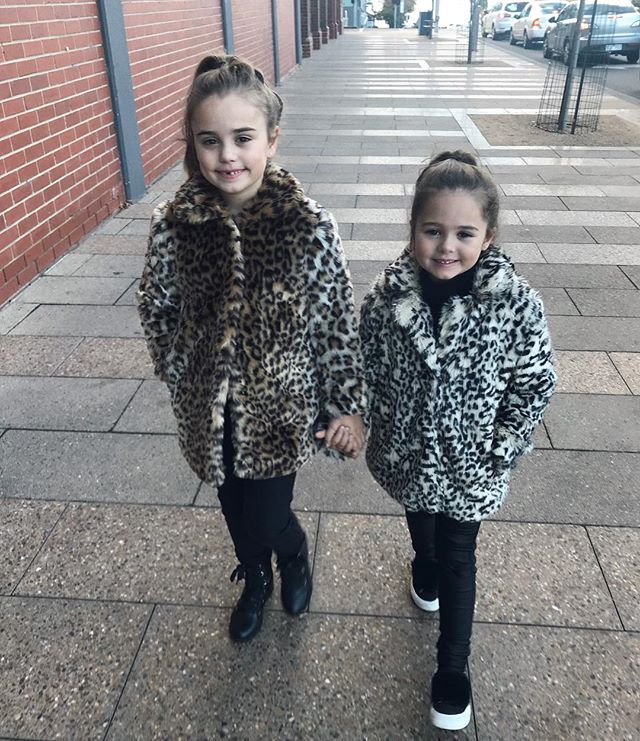 Winter days with big smiles and Leopard Faux Fur! ❤️ #leopard #keepingwarm #lookinggood #sisters #fauxfur #twinning