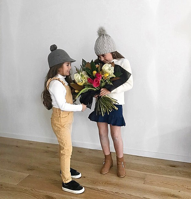 In a house of girls one thing we all love is flowers! 💐 @geelongflowerfarm 🌸 On another note, how cute are Gigi's overalls? @cottononkids #raisinggirls #loveflowers #sisters