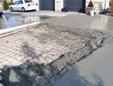 concrete pour b compd.JPG