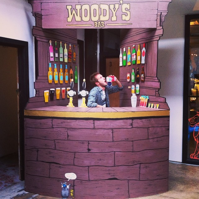 Woodys Bar is open and ready for business. Come have a hand painted drink with me and my fellow @penpusherslive #woodysbar #hackneywicked (at Stour Space)