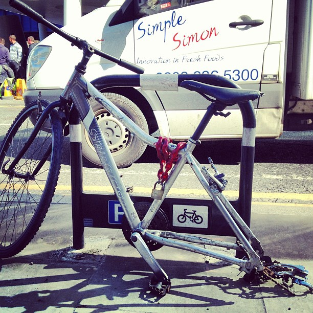 This one isn't even locked to anything. #sadbikes