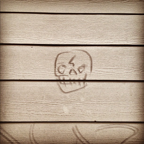 Dusty skull tag #streetart #graffiti (Taken with  Instagram  at Safeway)