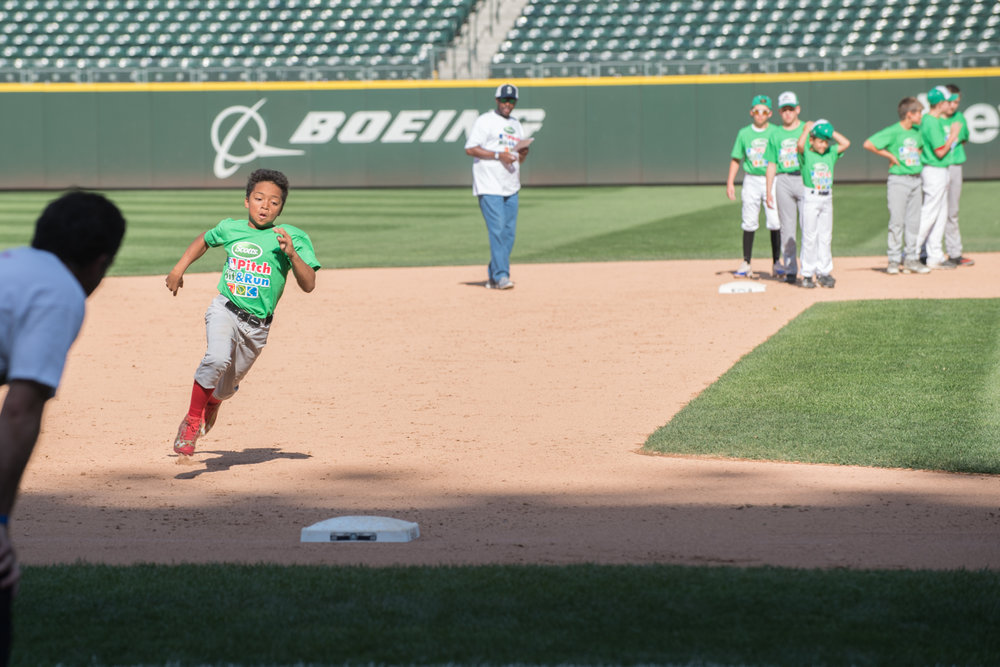 davonn hit pitch run-2.jpg