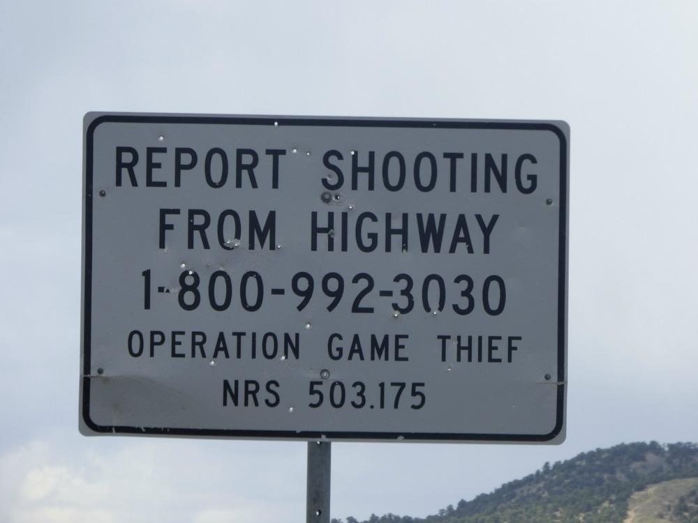 No mitenkähän on sattunutkin, että ammuskelijat on osuneet juuri tähän kylttiin