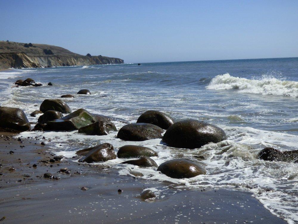 Muutama keilapallo ja vielä hiomaton kivi tuli näkyviin, mutta oikeat pallot olivat vielä veden peitossa.