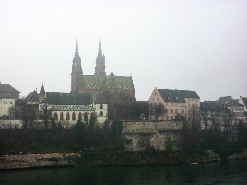 Sumuinen Basel ja Basel Minster
