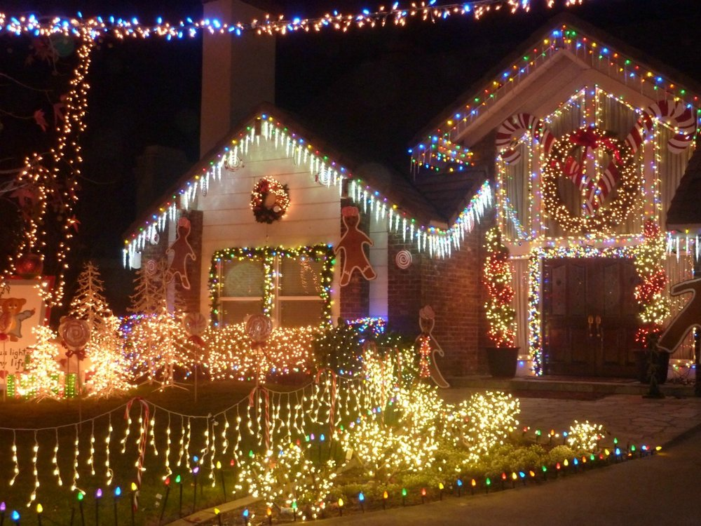 Thoroughbred Christmas Lights In Rancho Cucamonga California