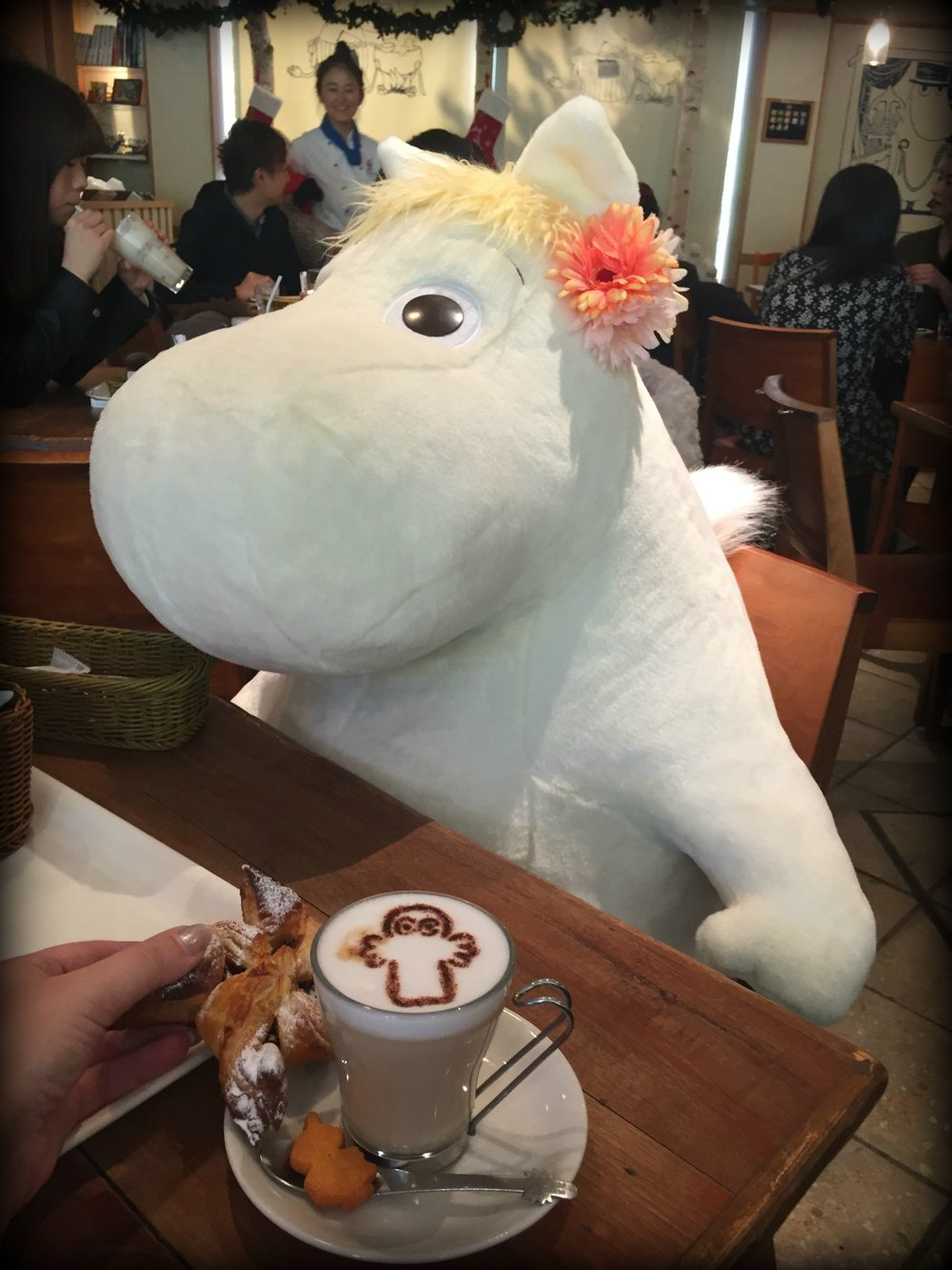 Snorkmaiden was sitting at our table, and I had a Hattifattener picture on my latte.