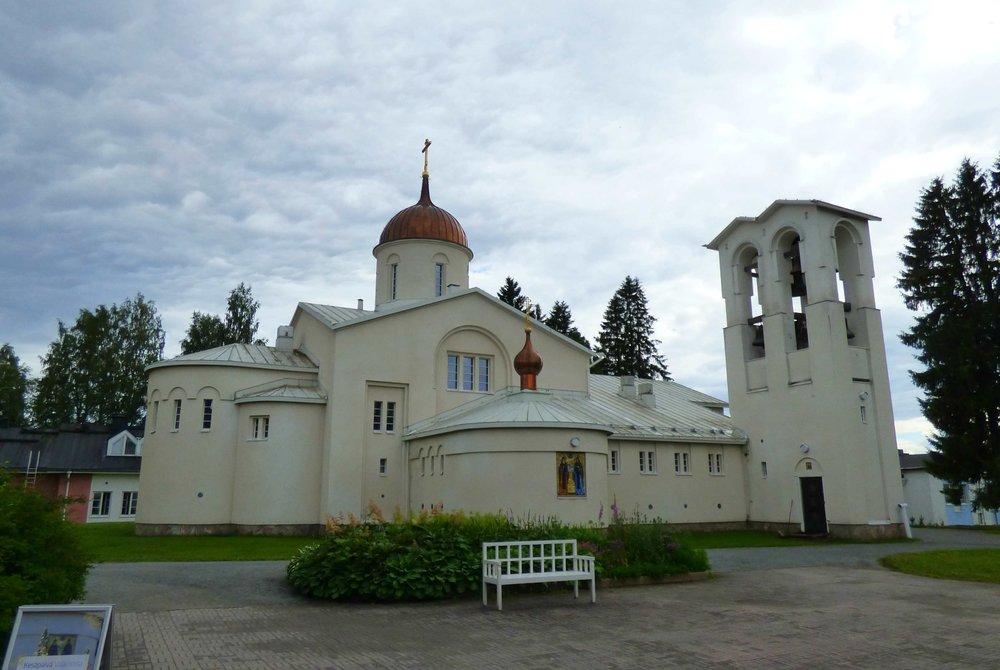 Valamon uuden kirkon, eli pääkirkon kellot ovat vanhasta Valamosta Laatokan saaristosta.