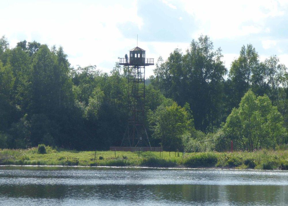 Venäjän puolella oleva vartiotorni oli päässyt vähän ruostumaan