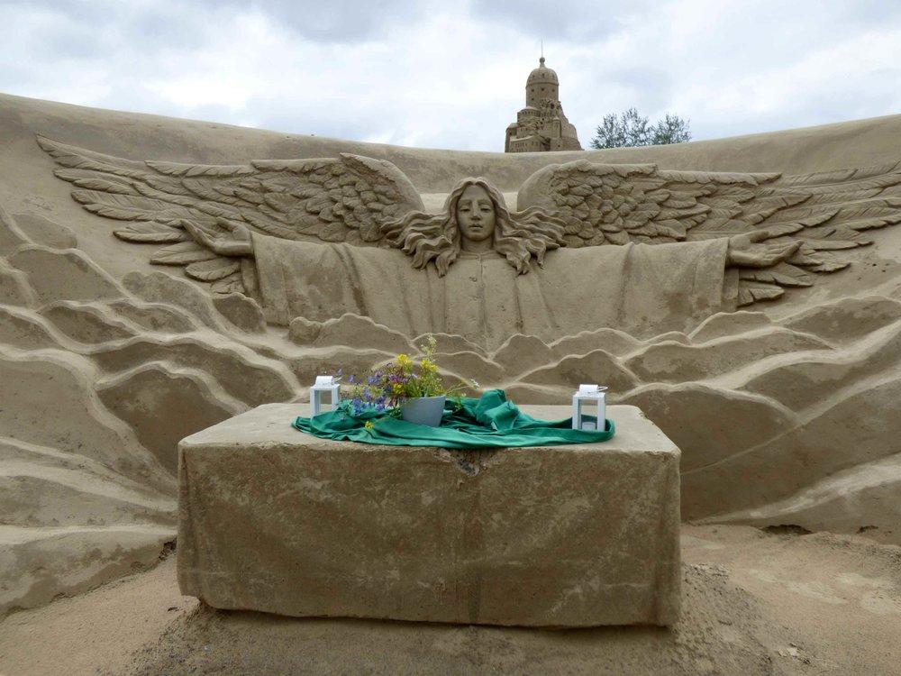 Kunnon hiekkalinnassa täytyy olla tietenkin myös kappeli