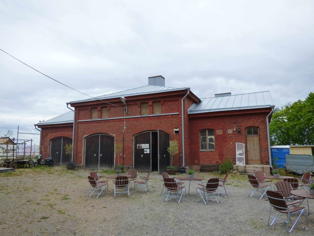 Museo on vankilanjohtajan talon pihassa olevassa tallirakennuksessa
