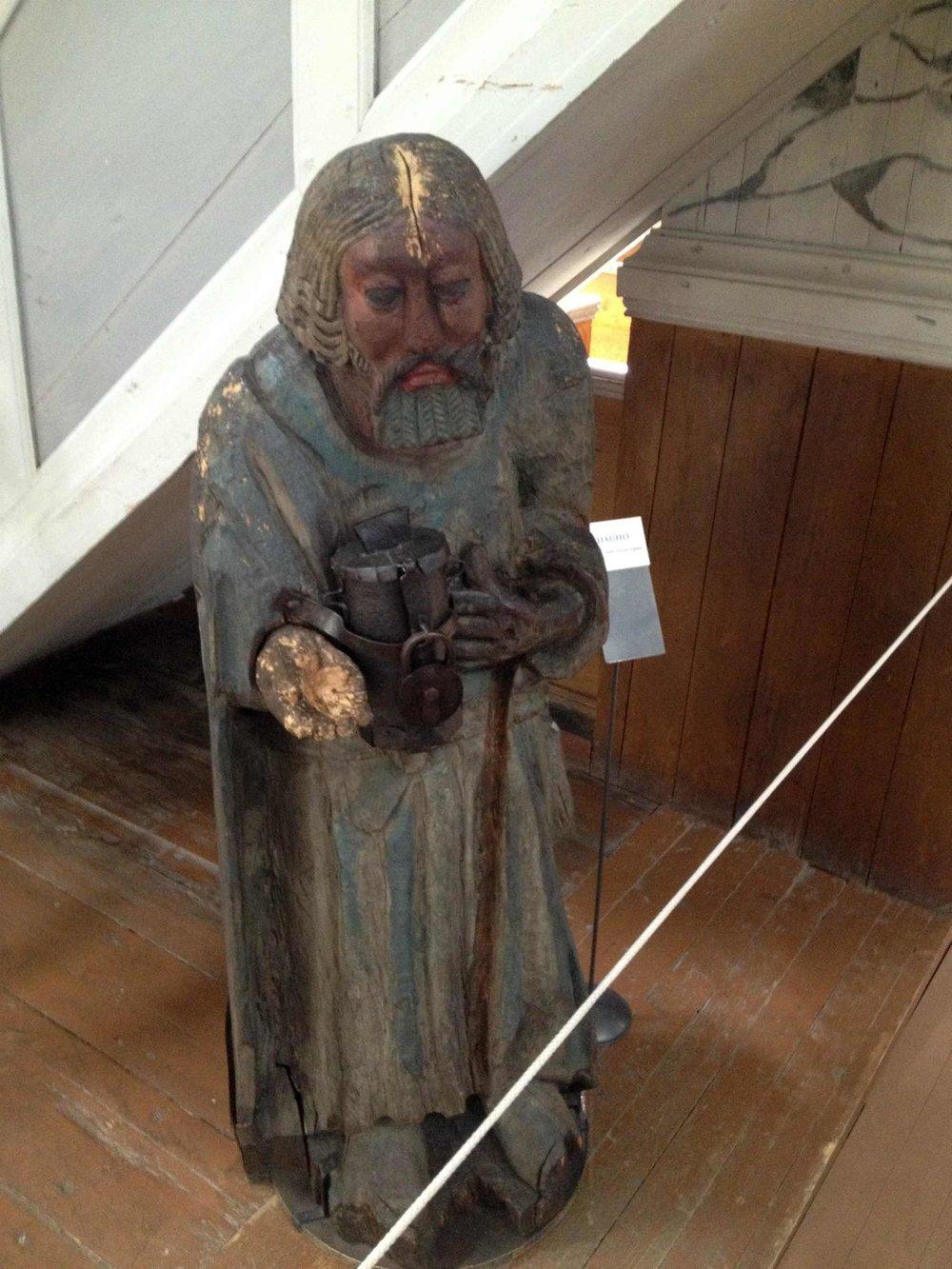 Hauhon kirkon vaivaisukko on Suomen vanhin.