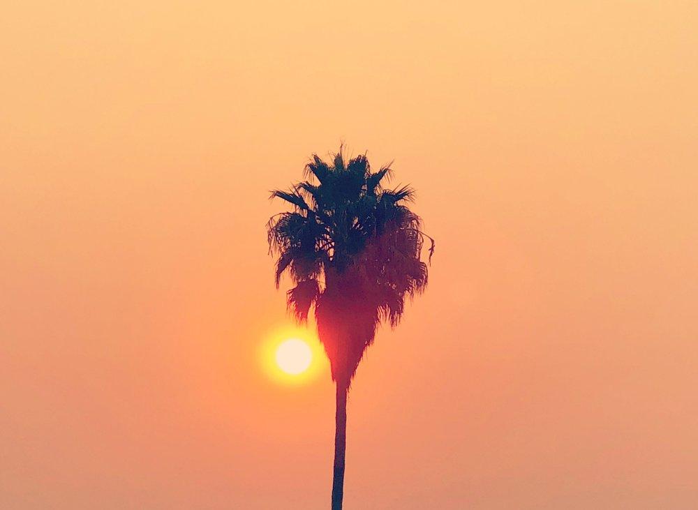 Aamuaurinkokin on yhtä punainen kuin auringonlasku illalla.