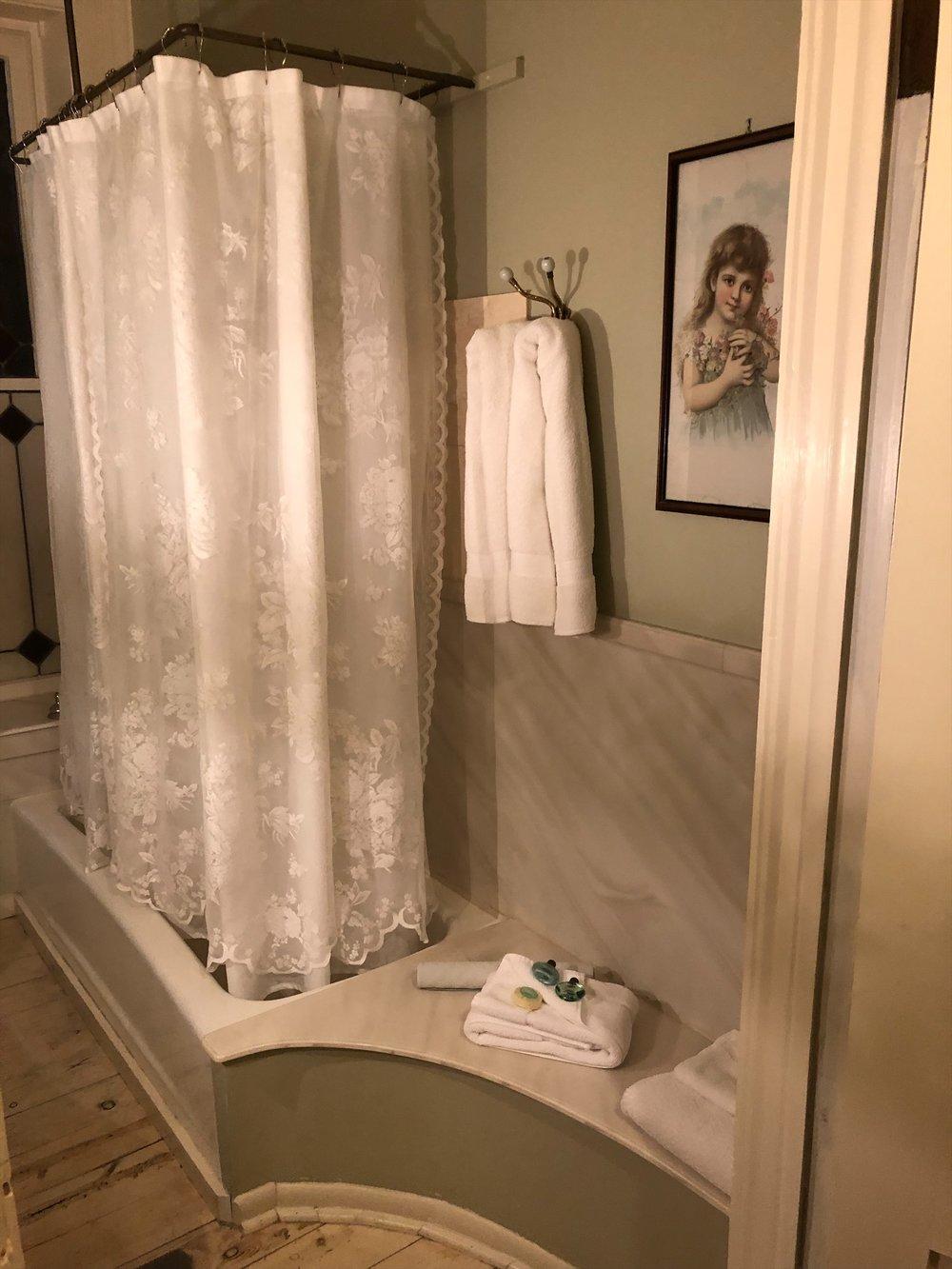 Ihanan romanttinen kylpyhuoneemme