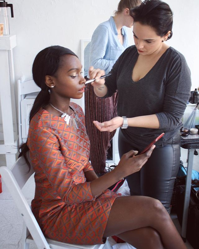We love capturing BTS shots ❤️📸 The super talented makeup artist @isabelyrosado is adding a touch of gold glam to model @cynthiagitonga ❤️👁✨💄💋 #aeidaine