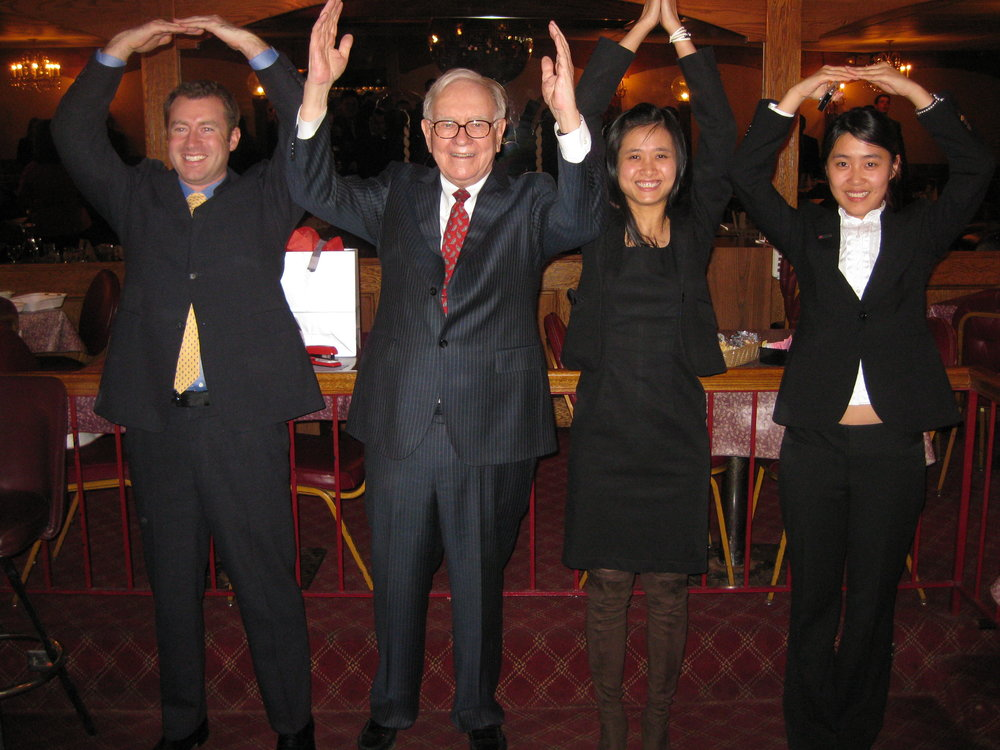 Warren Buffet with students of Ohio State University's Fisher School of Business. Photo credit: Aaron Friedman, Flickr.