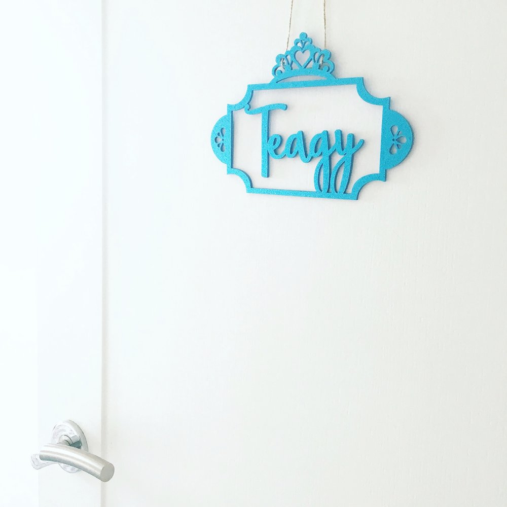 NAME PLAQUES & SIGNS >  -