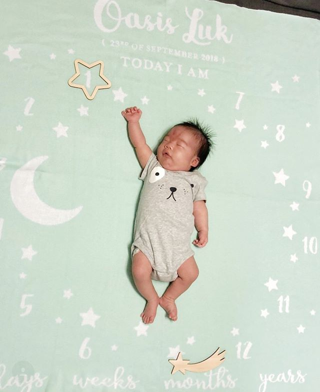 Reach for the stars! Because even if you fall, you'll land on the moon... 🌠🌛 • Shown here is baby Oasis on her personalized Moon & Stars Milestone blanket in white on mint. All Little Days blankets are knit-to-order using 100% cotton, which means no printing or embroidery is used, making for long-lasting cuddle-worthy blankets! • Shop now via link in bio