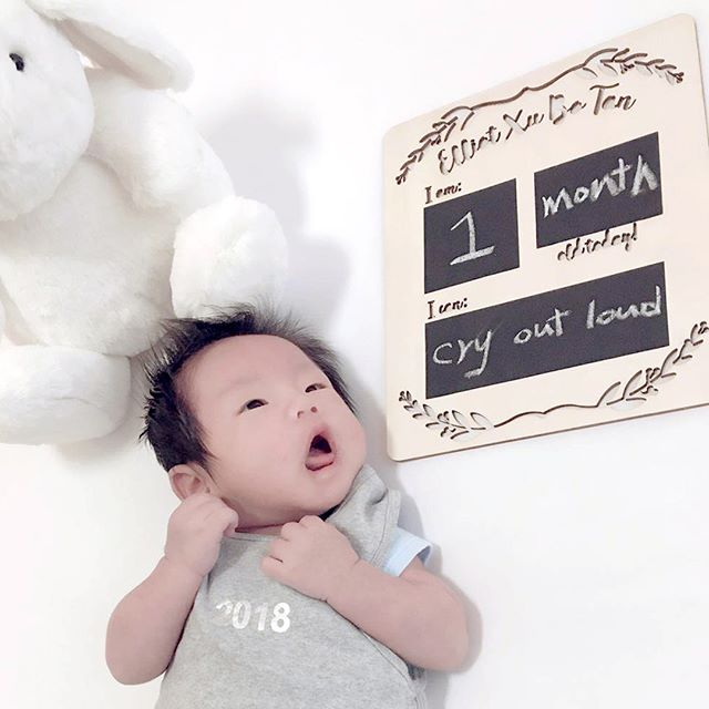 It's shocking sometimes how so much noise can come out of such a tiny dumpling! Yes baby Elliot, we are just as excited about welcoming you to the world as you are! • Shown here is our Classic Milestone Board in wood cutout. All our milestone boards are personalized and are made using wood and chalkboard stickers. • Shop more milestone board designs via link in bio • • • #milestoneboard #wood #personalized #personalizedgift #newbornprop #newbornphotographer #newborngift #1monthold #littledaysshop #love
