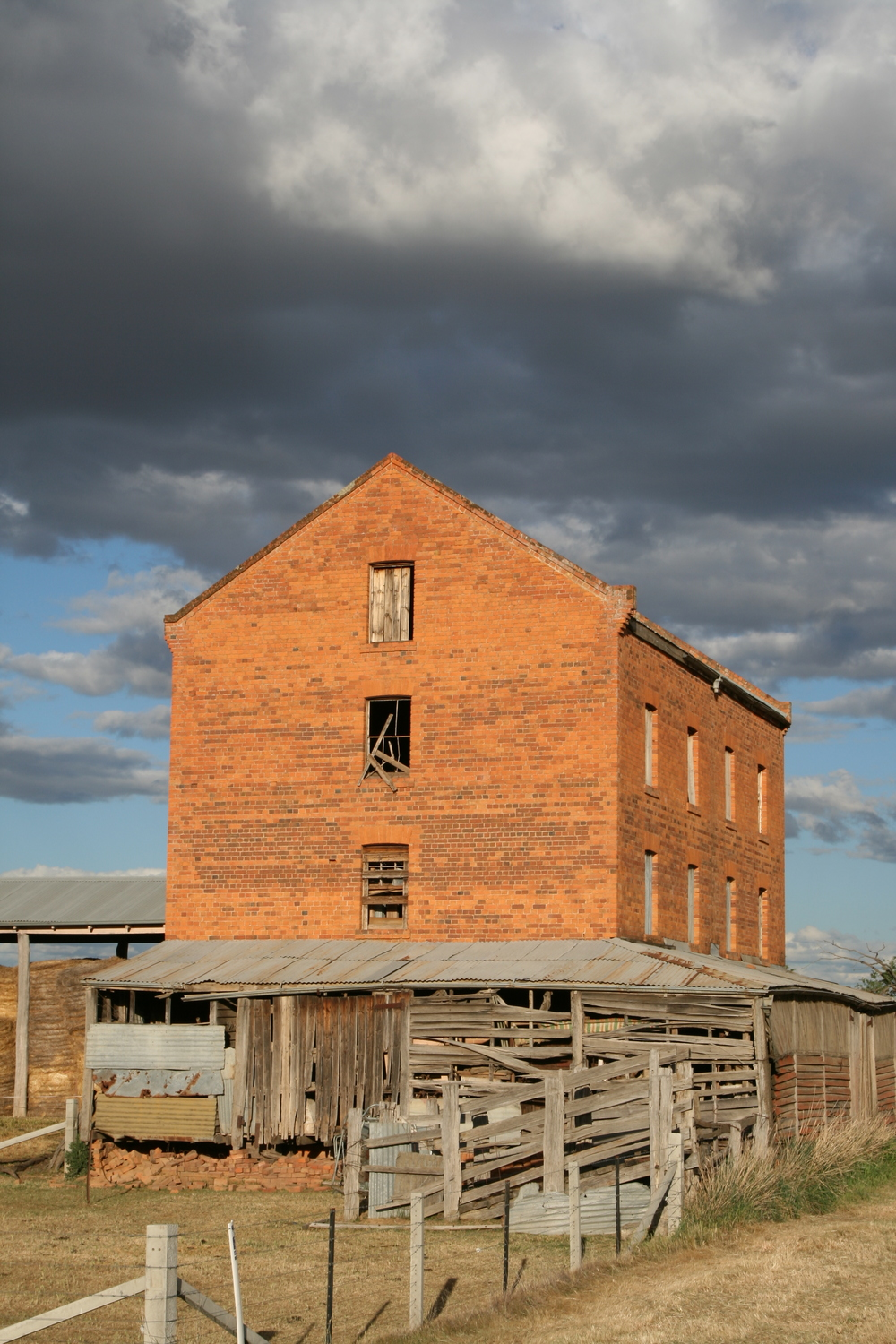 The Old Millet Mill, Oxley