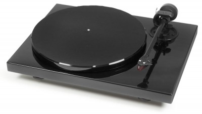 "Pro-Ject 1Xpression Carbon     - See in store for special price   1Xpression Carbon is the 6th generation of the hi-fi classic Pro-Ject 1, which was presented for the first time in 1991. No other entry-level turntable concept is more audiophile and the current version includes a totally new carbon tone-arm with spin-off ""EVO""-technology."