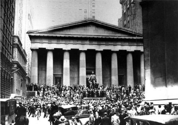 Crowds gathering in front of Wall Street on November 29, 1929