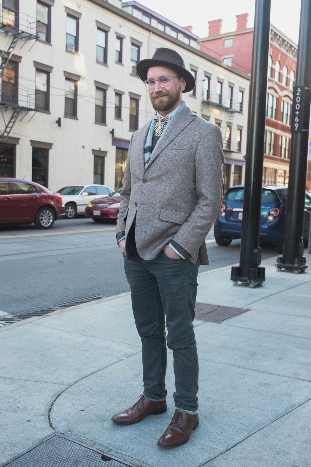 Matthew shows us how to dress for an evening out in the fall.