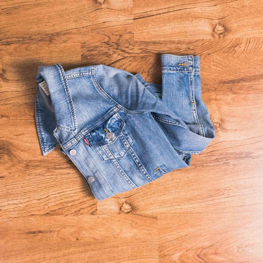 Jean jacket (Levi's, old. Similar  here .)