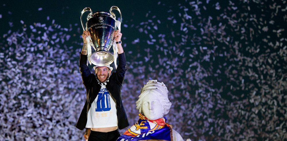 Sergio Ramos drapes Cibeles in the colors of Real Madrid