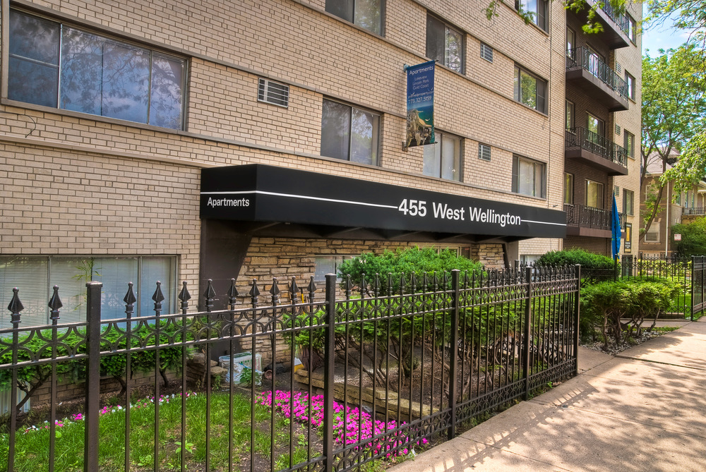 455 Wellington - Entrance 1.jpg
