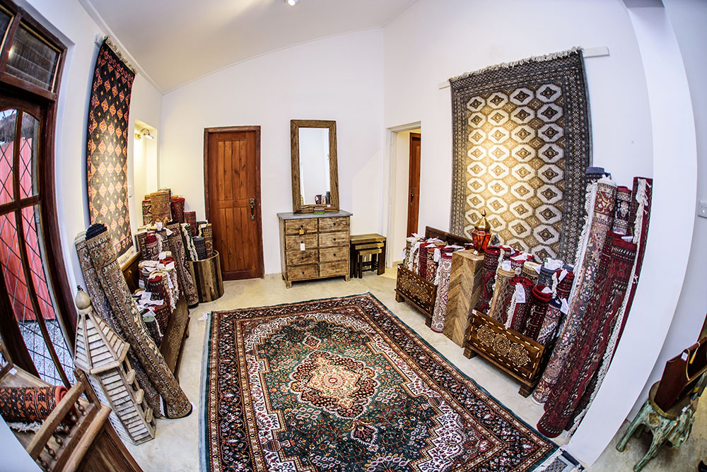 A huge range of handmade oriental carpets from Kashmir, plus modern carpets too!