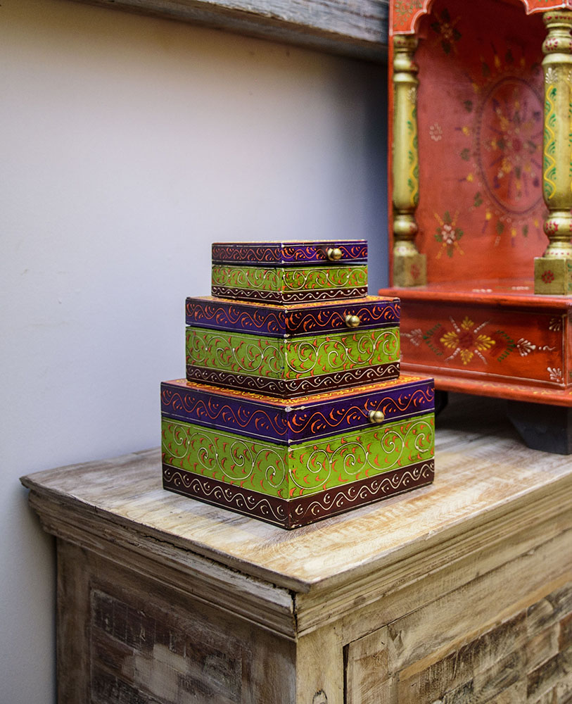 A lovely set of three colourful boxes, great for keeping your jewellery neat