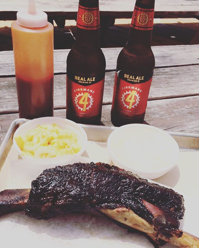 Can't go wrong with Blacks BBQ! #blacksbbq #blacksbbqaustin #austin #atx #bbq #thefoodfantasy #realalebrewing #firemans4