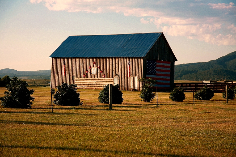 Barn + Flag 1.jpg